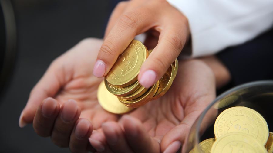 ЦБ РФ и Росфинмониторинг могут выступить за запрет биткоина